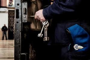 Guarda la versione ingrandita di Massa, agente polizia penitenziaria suicida con pistola ordinanza