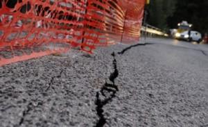 Guarda la versione ingrandita di Amatrice isolata: Ponte a Tre Occhi chiuso dopo ultima scossa terremoto  (foto Ansa)