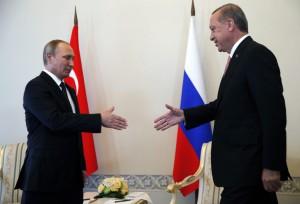 Putin-Erdogan, scoppia la pace. Russia toglie sanzioni, Turchia apre a gas
