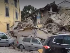 VIDEO Terremoto centro Italia: case crollate, macerie...