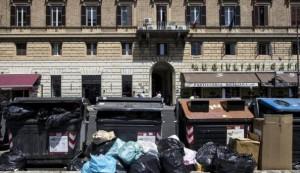 Roma, detenuti per ripulire la città dai rifiuti: l'idea del M5s