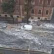 Roma, bomba d'acqua paralizza città: metro in tilt, strade allagate...09