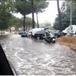 Roma, bomba d'acqua paralizza città: metro in tilt, strade allagate...08