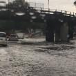 Roma, bomba d'acqua paralizza città: metro in tilt, strade allagate...06