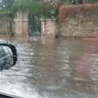 Roma, bomba d'acqua paralizza città: metro in tilt, strade allagate...02