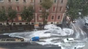 Guarda la versione ingrandita di Roma, bomba d'acqua paralizza città: metro in tilt, strade allagate…