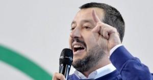 """Salvini contro Saviano: """"Ricco scrittore scortato da tanti pazienti poliziotti"""""""