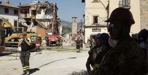 Guarda la versione ingrandita di Terremoto, nuova scossa: Amatrice crolla ancora. Sulla scuola ombra della mafia