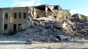 Scuola Amatrice, crollo e scaricabarile: costruttore, sindaco, Regione