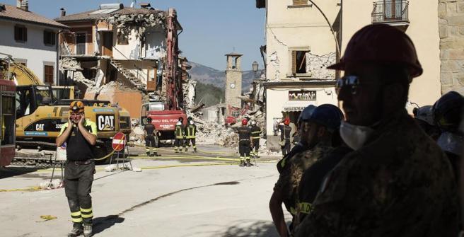 Terremoto, nuova scossa: Amatrice crolla ancora. Sulla scuola ombra della mafia