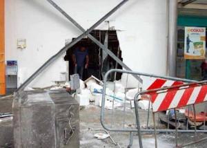 Ladri sfondano muro del Trony con la gru, ma vanno via a mani vuote