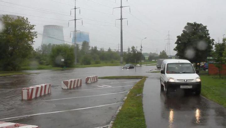 Mosca, non pioveva così da 130 anni: strade e auto sommerse3