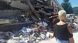 Guarda la versione ingrandita di Terremoto Pizzoli, donna si lancia da finestra e si frattura gamba (foto d'archivio Ansa)