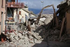 Guarda la versione ingrandita di Terremoto, forte scossa a Ascoli. Panico ad Amatrice