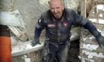 Terremoto, la foto del carabiniere stremato durante i soccorsi