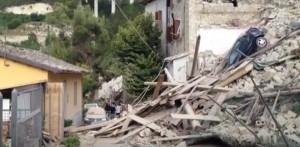 YOUTUBE Terremoto Centro Italia: Pescara del Tronto rasa al suolo