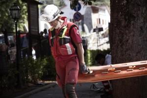 Terremoto: stop assoluto di invio cibo. Servono soldi e posti letto