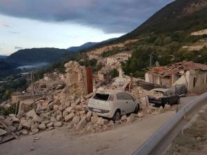 Guarda la versione ingrandita di Terremoto, Accumoli: Gianni Polpetti estratto vivo tra applausi