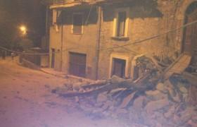 """Terremoto centro Italia, sindaco Amatrice: """"Metà paese non c'è più"""""""