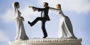 Cassazione: è reato fingersi single per ingannare l'amante