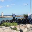 Ventimiglia, migranti sfondano confine: a nuoto fino in Francia, occupano scogliera03