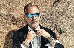 """Guarda la versione ingrandita di Gianluca Vacchi, scherzo al citofono: """"Enjoy sto c…"""""""