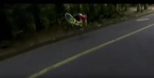 Guarda la versione ingrandita di YOUTUBE Rio 2016: Anne Van Vleuten cade e batte la testa