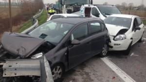 """Caserta, incidente a """"incrocio della morte"""": 9 feriti, anche 3 bimbi"""