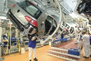 Volkswagen, interrotta produzione Golf per problemi con fornitori