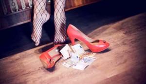 A 13 anni convinta a prostituirsi: in manette una donna e tre 70enni