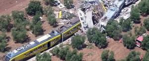 Puglia, scontro fra treni: passeggeri devono presentare biglietto per esser risarciti