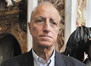 Pippo Franco perseguitato per mesi dalla colf: estorsioni e minacce