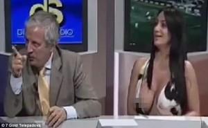 YOUTUBE Marika Fruscio fuori di seno in diretta, video finisce su Daily Mail