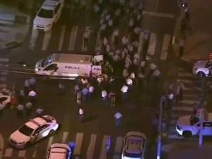Philadelphia, agguato contro polizia: feriti due agenti e tre passanti, morta una donna
