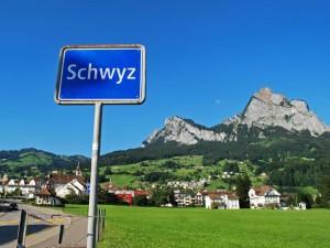 Guarda la versione ingrandita di Svizzera, Canton Svitto fa il referendum per la