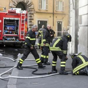 roma a fuoco cabina elettrica youtube foto