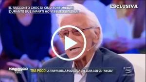 """""""Ho vissuto l'aldilà"""", Cino Tortorella choc: """"Sono morto due volte, ho parlato con Mariele Ventre e mia mamma"""" -Video"""