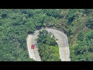 Cina, 99 tornanti a picco sul vuoto con la Ferrari7