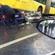 Conducente picchiato con ombrello bus finisce sopra auto14