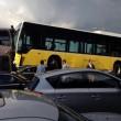 Conducente picchiato con ombrello bus finisce sopra auto11