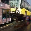 Conducente picchiato con ombrello bus finisce sopra auto7