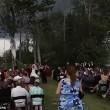 Crolla albero durante cerimonia di nozze3