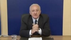 """M5s, emergenti Di Battista, Di Maio, Fico: """"tre mezze pippe"""", Vincenzo De Luca invettiva anti Grillo"""