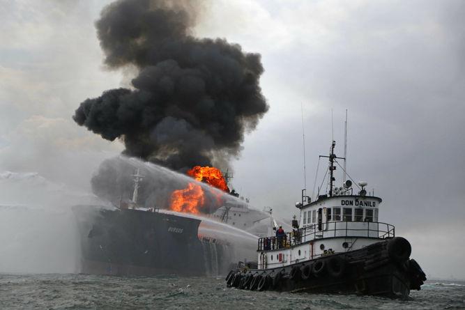 YOUTUBE Golfo Messico, petroliera esplode: 150mila barili in fiamme 8