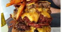 Tatuaggio con hamburger su menù, fast food ti regala panini a vita FOTO