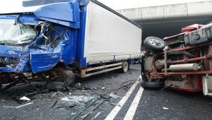 Incidente A4: scontro tra 2 camion, 5 km di coda