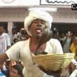 India, si fa mordere sulla lingua da un cobra per sballarsi 5