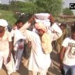 India, si fa mordere sulla lingua da un cobra per sballarsi 8