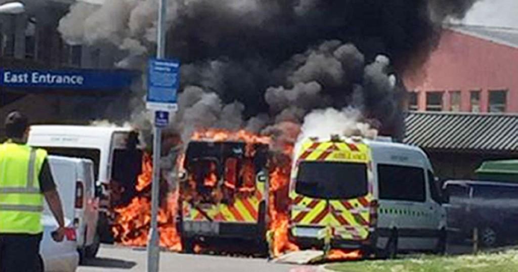 Irlanda, ambulanza esplode davanti ospedale4