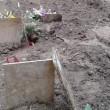 Lecce, forte maltempo al cimitero sprofondano le bare2